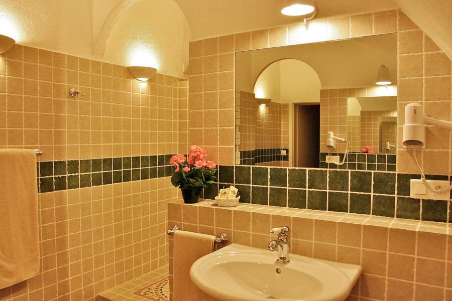 03 Bath Room Van Gogh