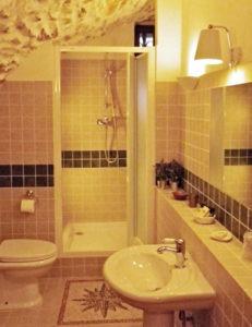04 Bath Room Gauguin
