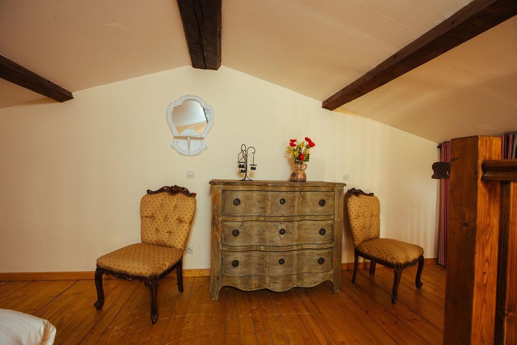 Manet upper floor